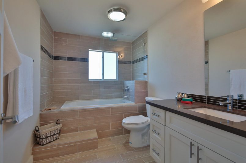 1110 N 36th St Renton WA 98056-large-012-2-Master Bath-1500x1000-72dpi