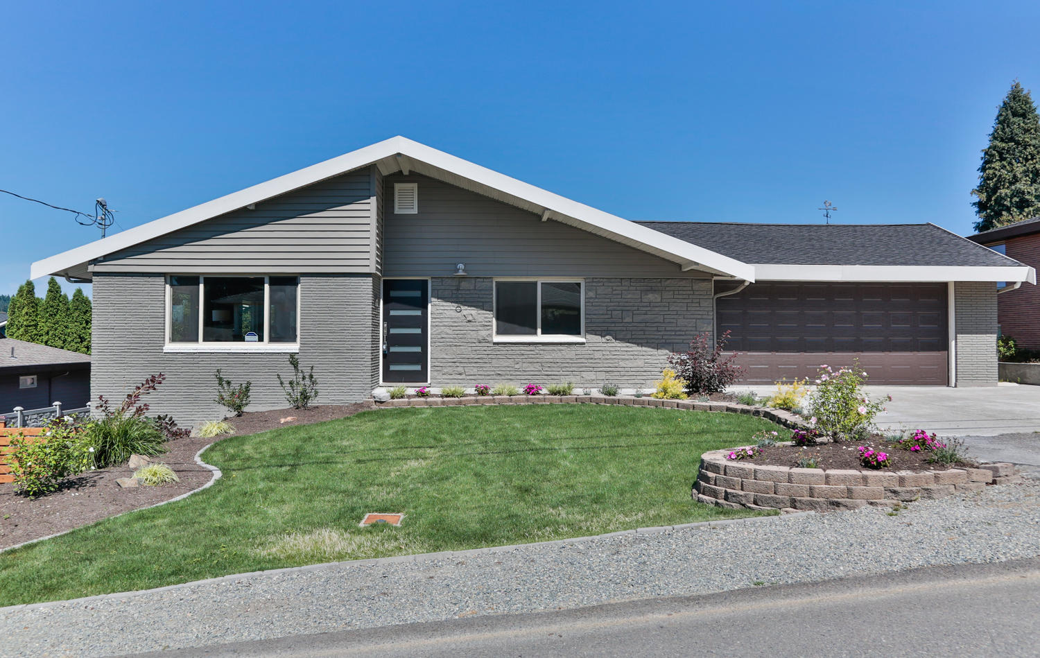 1110-N-36th-St-Renton-WA-98056-large-001-5-Front-of-Home-1500x950-72dpi